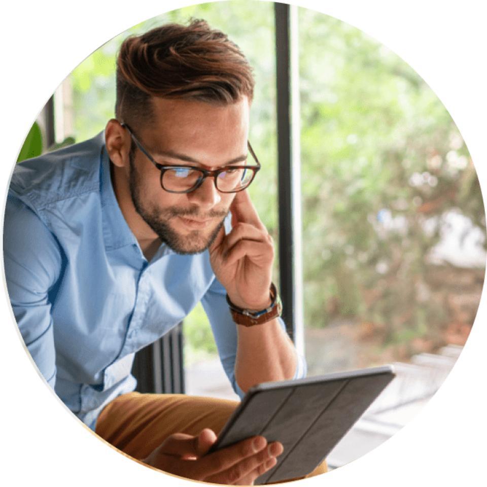Man scrolling through his tablet image